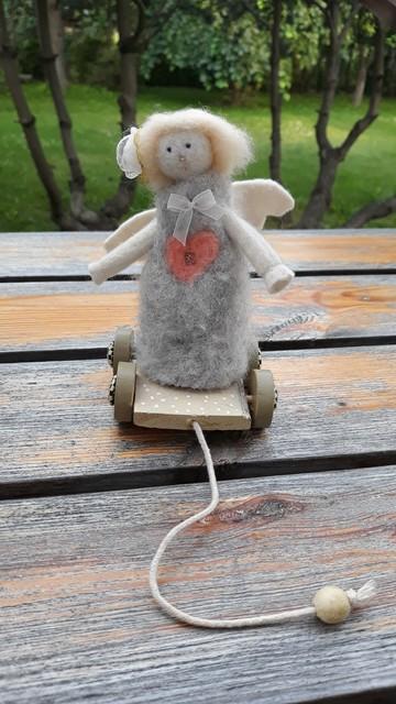 Angeliukas ant ratukų